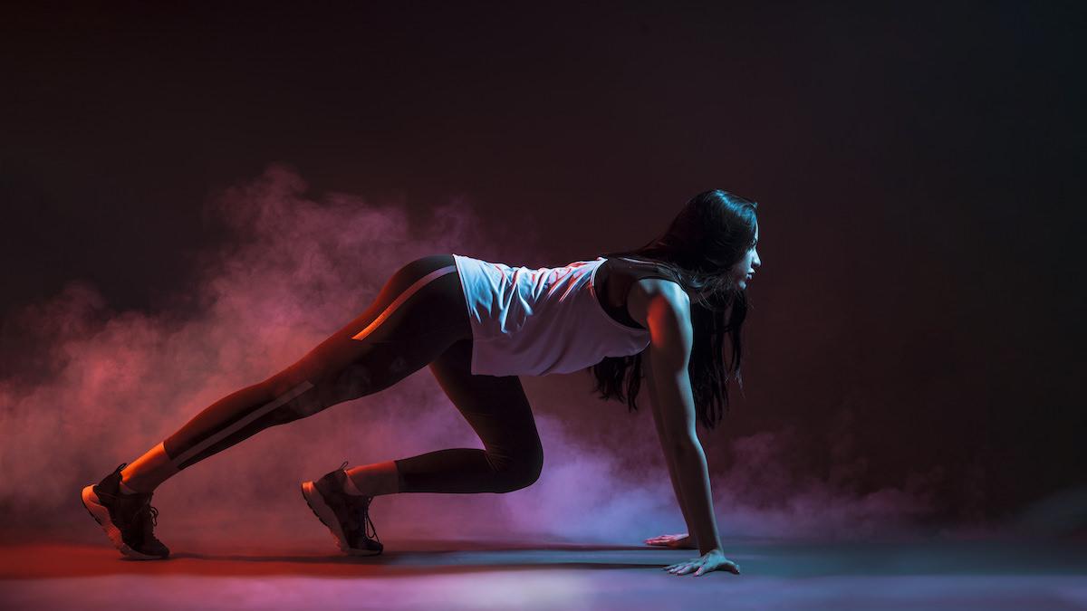 REVOO personal trainer online girl runnnig